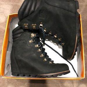 Sorel Conquest wedge boot black new